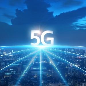 """工信部推动5G加快发展新措落地""""5G+""""新经济形态加速构建"""